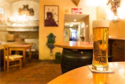 Gutes, erfrischendes Bier im Zipfer Bierhaus