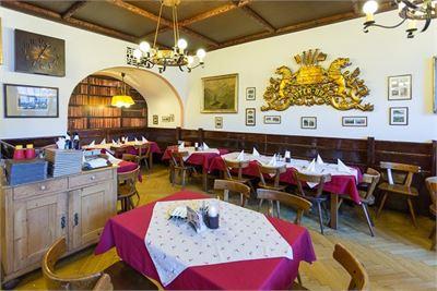 Traditionelle Gasträume im Zipfer Bierhaus
