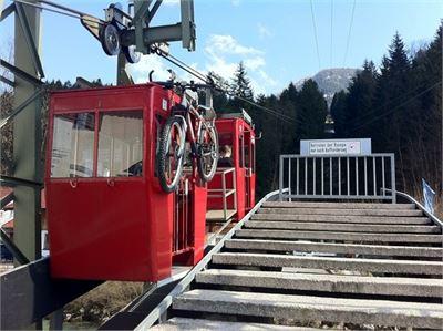 Die Obersalzbergbahn nimmt auch Mountainbikes mit