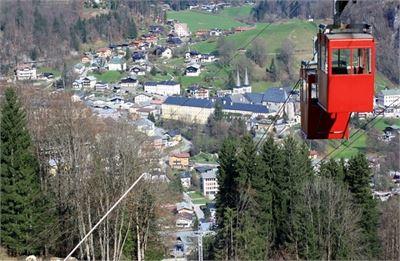 Die Obersalzbergbahn bietet auch einen tollen auf Berchtesgaden